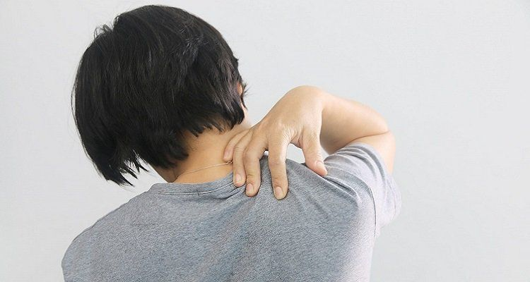 Triệu chứng đau vai gáy khi trời trở lạnh (Nguồn ảnh: Internet)