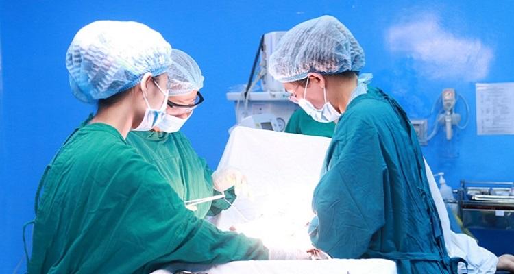 Phẫu thuật cắt khối u lành tính (Nguồn ảnh: Internet)