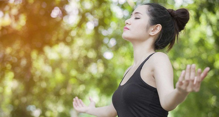 Hít thở sâu làm giảm sự căng thẳng ( Nguồn ảnh: Internet)