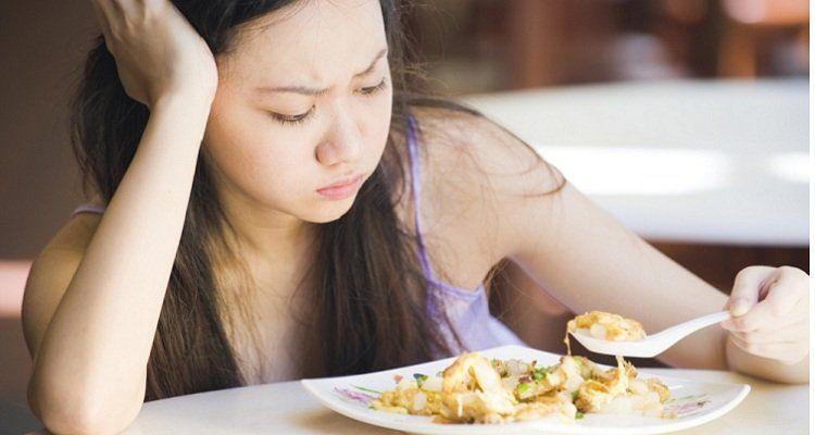 Cơ thể mệt mỏi, chán ăn là một biểu hiện của chứng kém ăn mất ngủ (Nguồn ảnh: Internet)