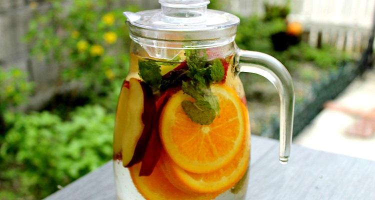 Công thức nước detox táo, cam, bạc hà tốt cho sức khỏe (Nguồn ảnh : Internet)