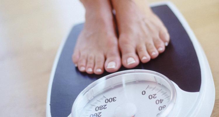 Duy trì cân nặng ổn định để đối phó rối loạn nội tiết tố nữ. (Nguồn ảnh: Internet)