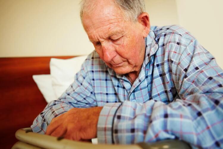 Bệnh thần kinh ở người cao tuổi xảy ra do nhiều nguyên nhân liên quan đến gia đình, xã hội.