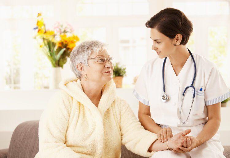 Người lớn tuổi nên thường xuyên đi kiểm tra sức khỏe, nhất là hệ thần kinh.