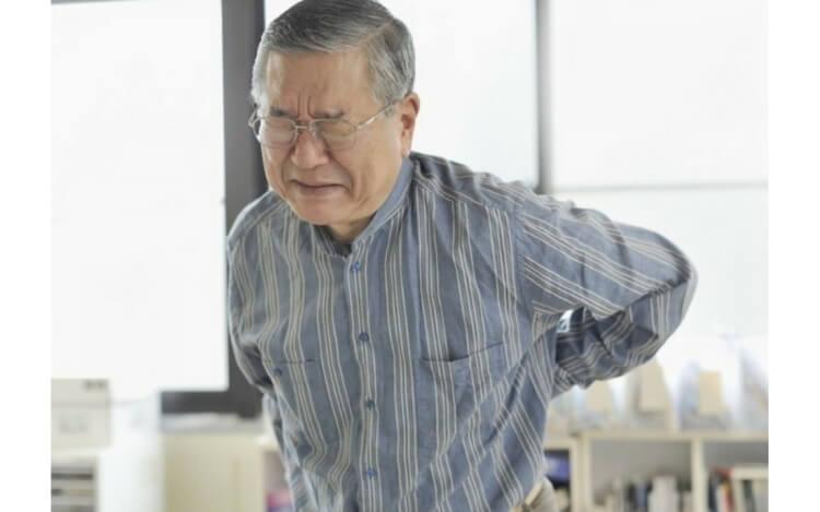 Cứng khớp và hoạt động chậm chạp là những biểu hiện của bệnh Parkinson.