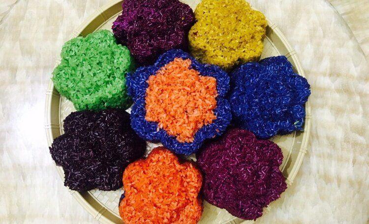 Xôi ngũ sắc với 5 màu mang nhiều ý nghĩa.
