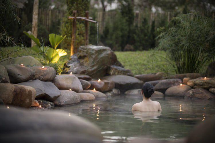 Các khoáng chất trong suối nước khoáng rất có lợi cho sức khỏe.