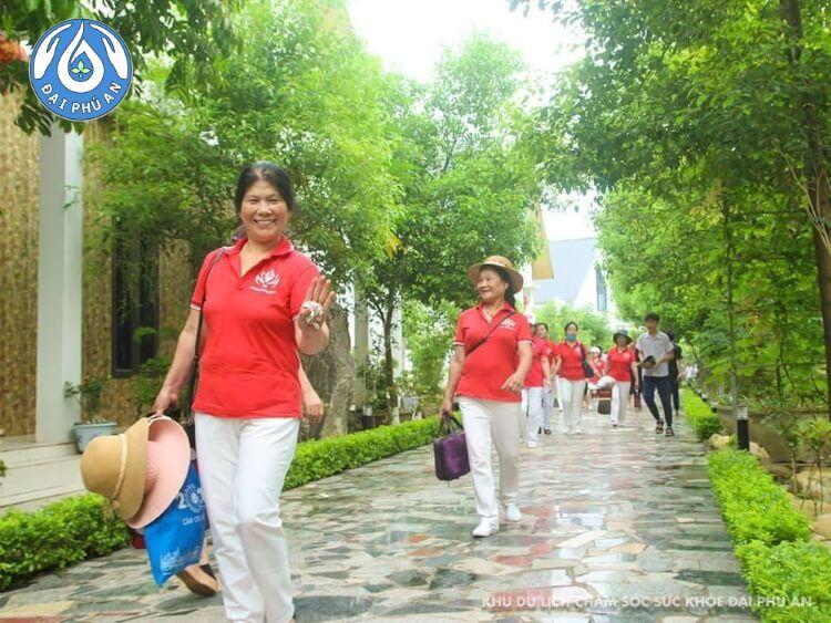 Các cô trong Tổ Dưỡng sinh ghé thăm Khu du lịch nghỉ dưỡng, chăm sóc sức khỏe Đại Phú An.
