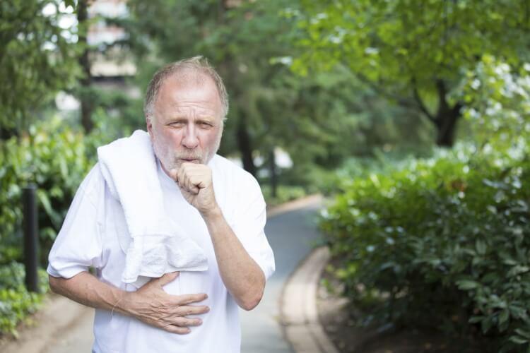 Ho nhiều và kéo dài gây khó chịu và ảnh hưởng đến sức khỏe người bệnh.