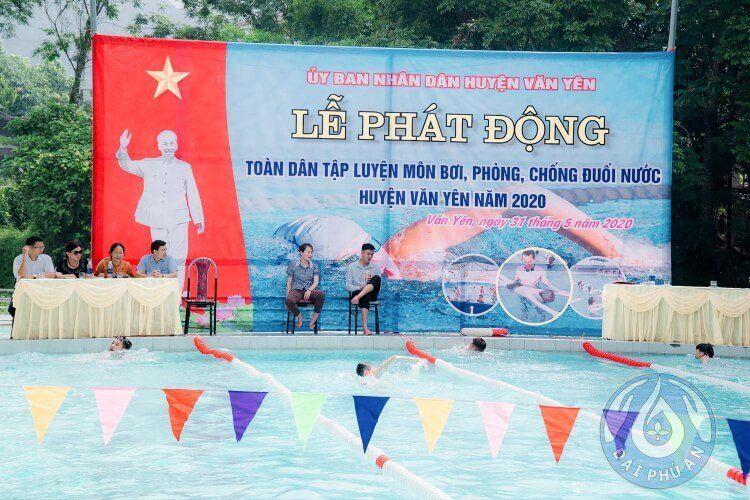 Giải thi bơi được tổ chức tại khu vực bể bơi thi đấu của Đại Phú An.