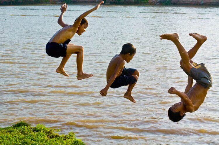 Tích cực truyền thông, giáo dục toàn dân về các nguy cơ đuối nước ở trẻ.