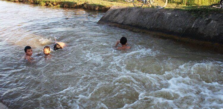 Việc chủ quan, thiếu giám sát trẻ trở thành nguyên nhân phổ biến xảy ra đuối nước.
