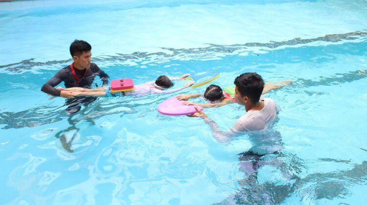 Kỹ năng bơi và xử lý tình huống dưới nước còn thiếu dẫn đến tình trạng đuối nước nhiều ở trẻ.